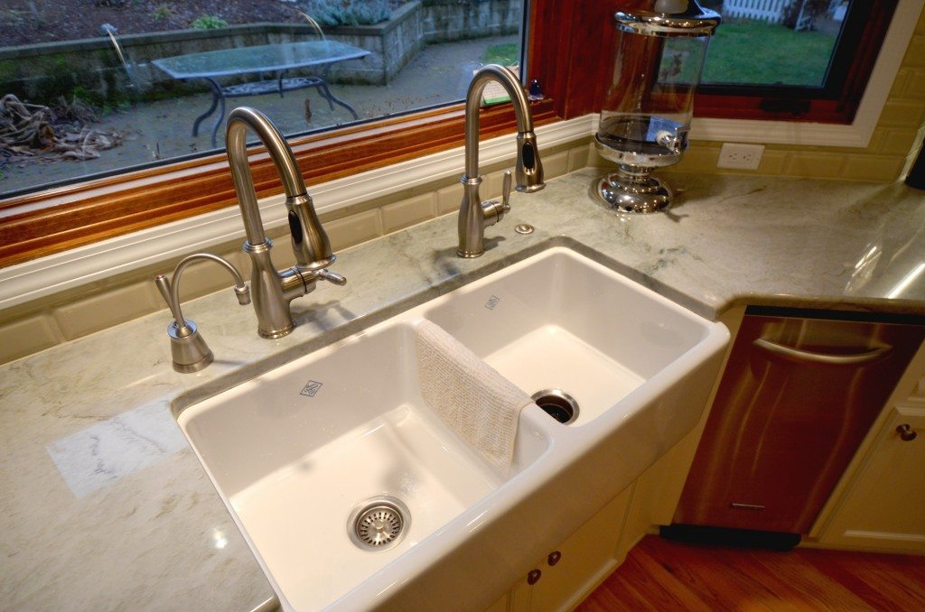 Dual faucets & farm/apron sink