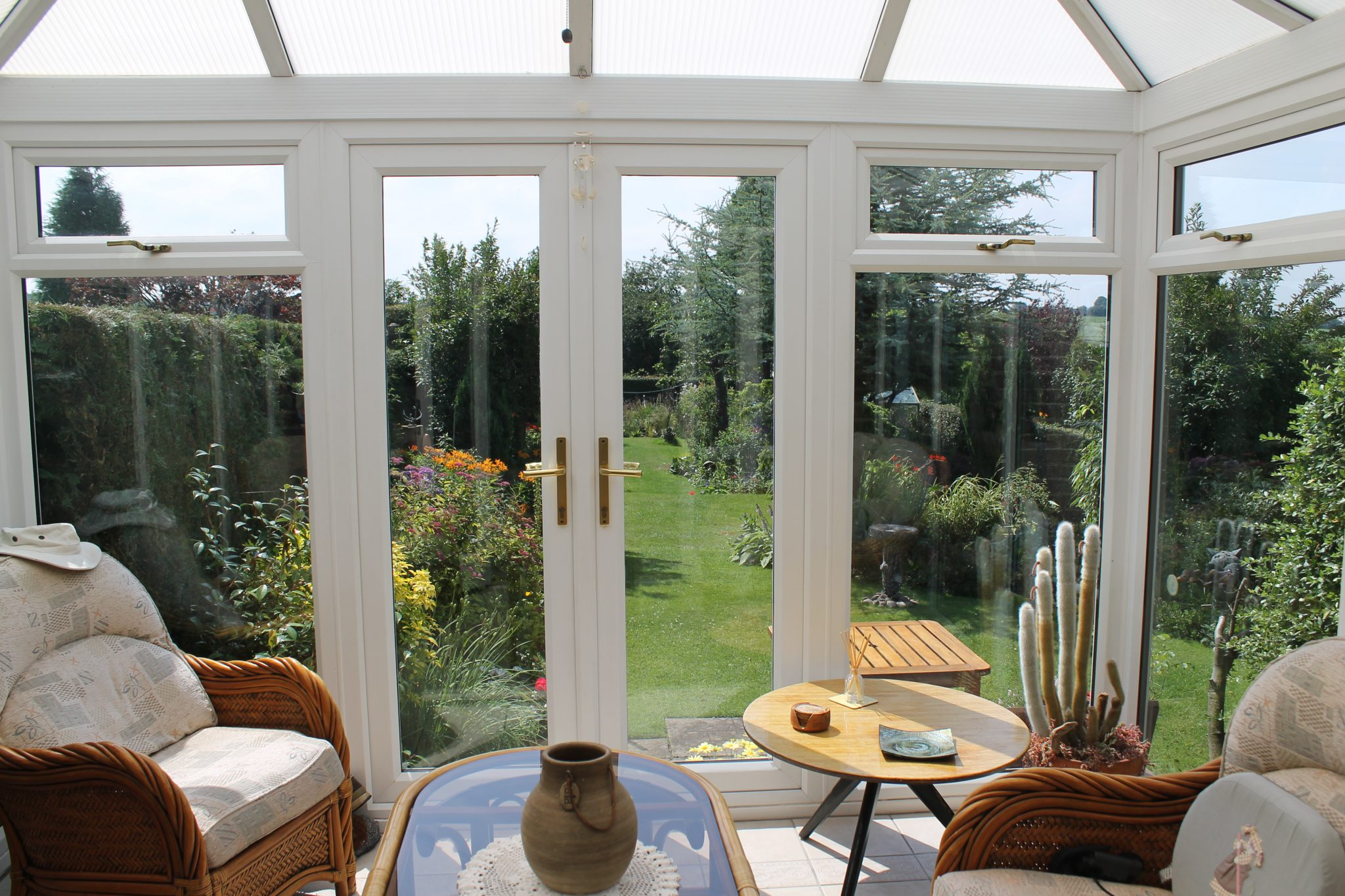 Stylish porches and sunrooms proving size doesn t matter for Sunroom sizes